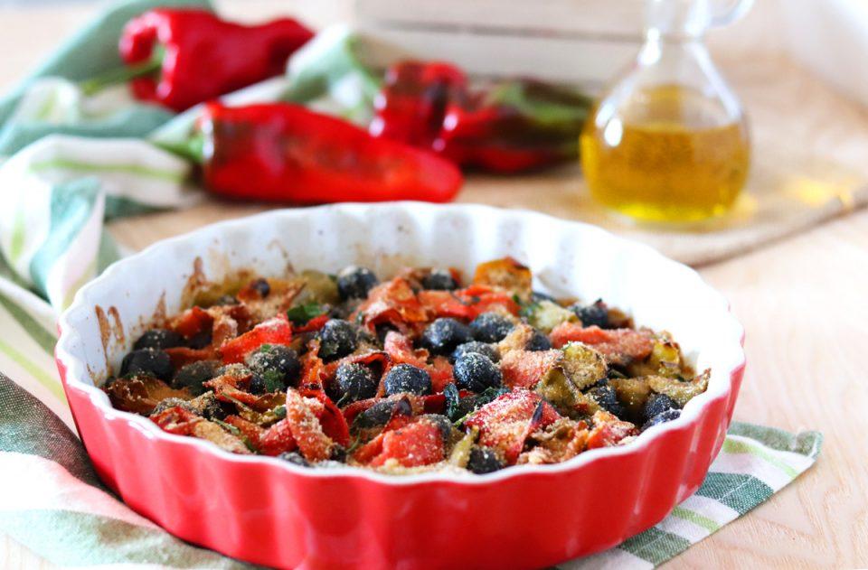 Peperoni con acciughe ed olive in crosta