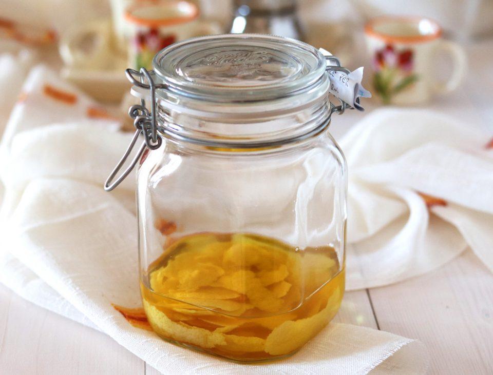Crema di limoncello fatta in casa macerazione