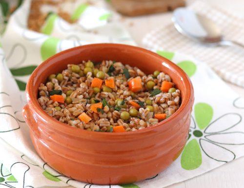Zuppa di farro e piselli ricetta semplice
