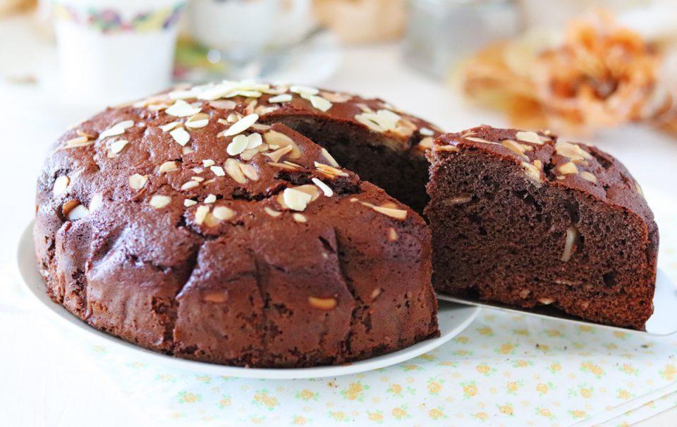 Torta al cacao e mandorle fetta