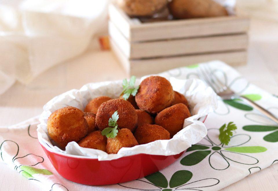 Polpette di purè di patate e ricotta piatto