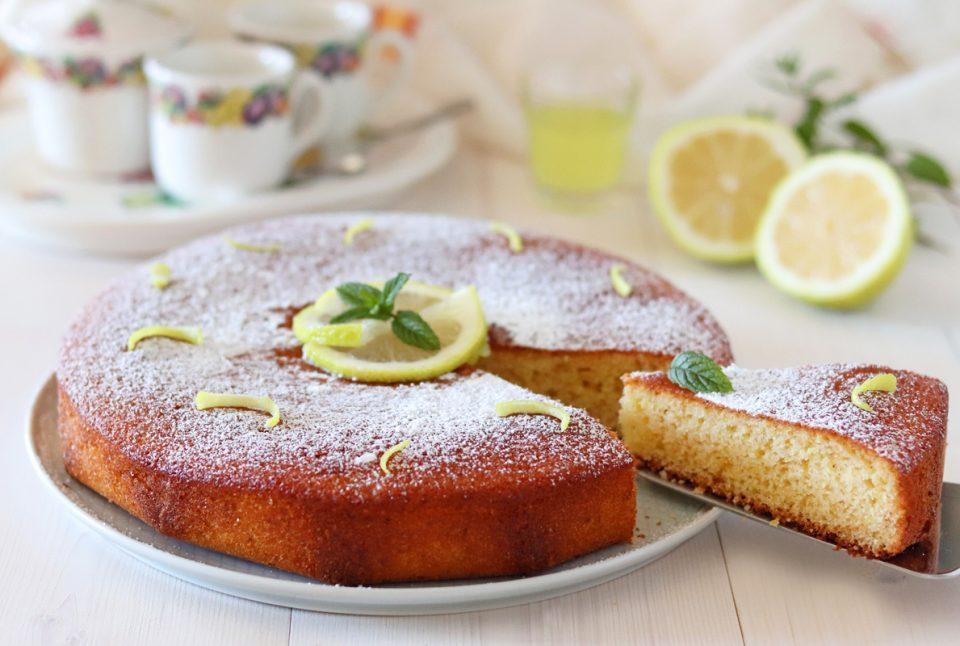 Torta al limone profumata al limoncello fetta