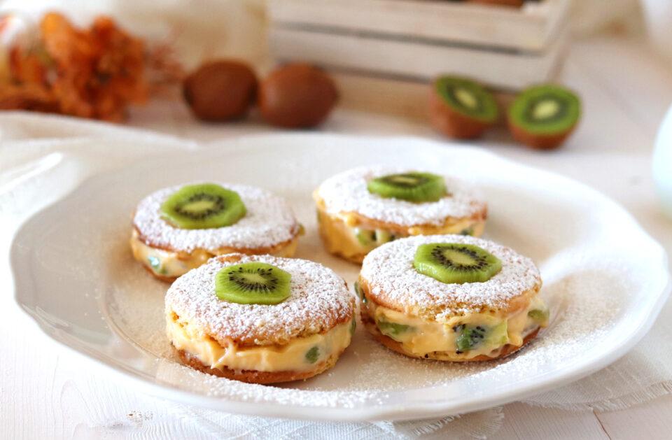 Deliziose con crema pasticcera e kiwi