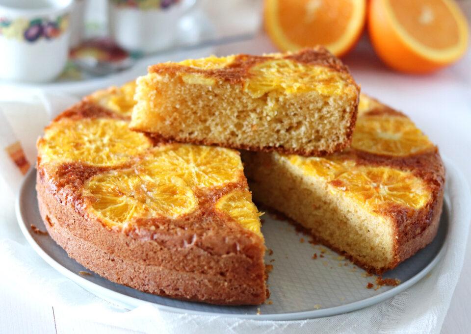 Torta rovesciata all'arancia senza burro fetta