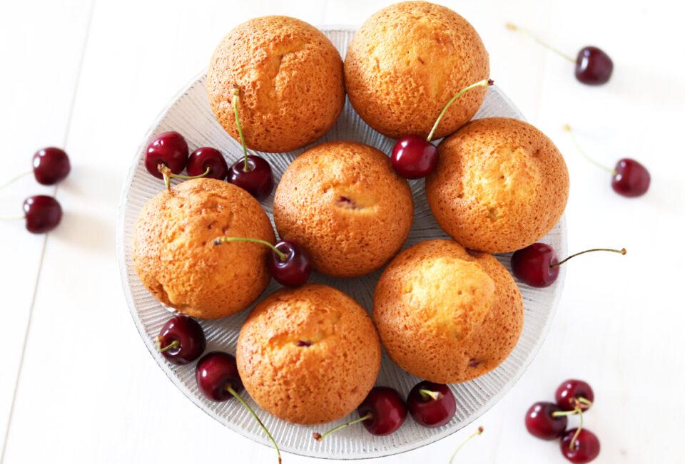 Muffin alle ciliegie con gocce di cioccolato