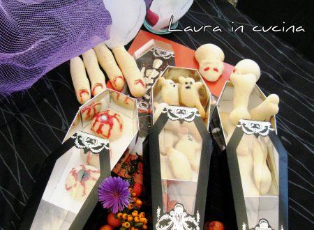 Mani di manu e biscotti di Halloween