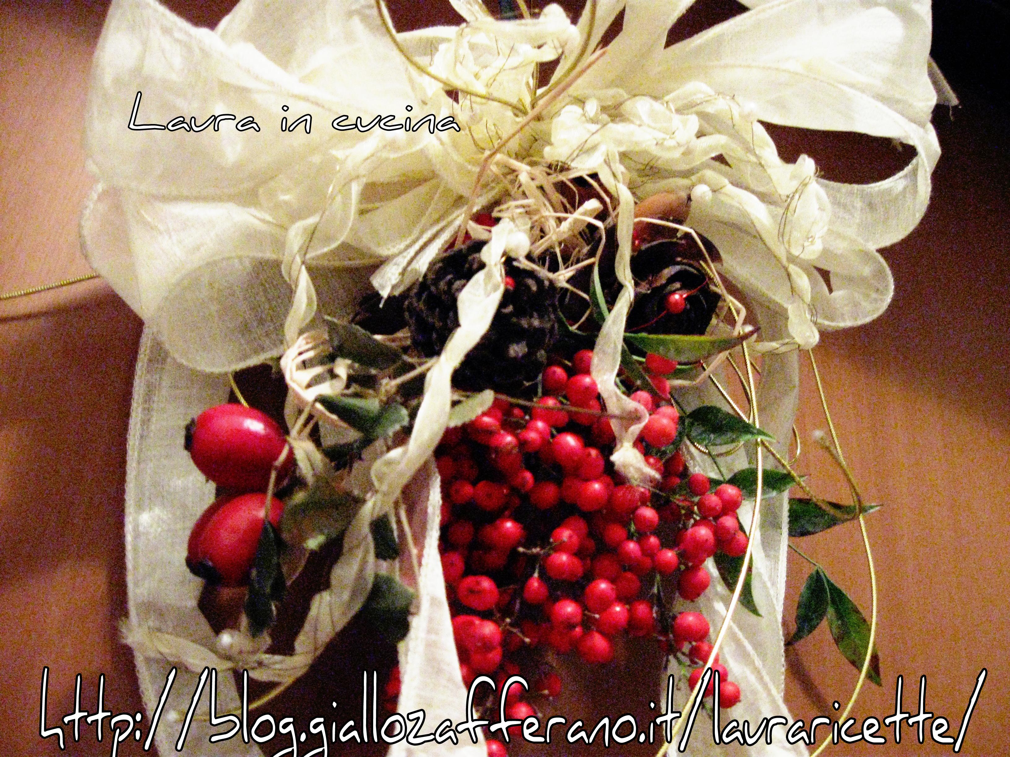 Decorazione natalizia con bacche all insegna del reciclo laura in cucina - Decorazione natalizia per porta ...