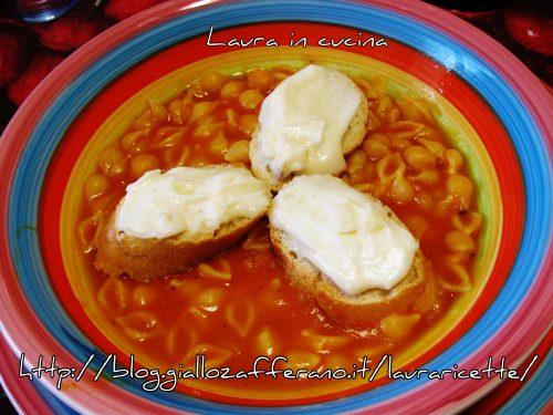 Crema di zucca con ceci e taleggio,ricetta invernale