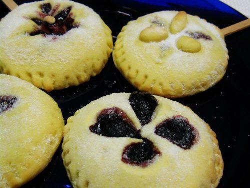 Biscotti morbidi ripieni con confettura di sambuco ,ricetta dolce
