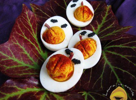 Uova trasformate in zucche di Halloween