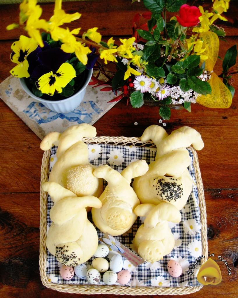 Panini pasquali a forma di coniglio ricetta lievitati