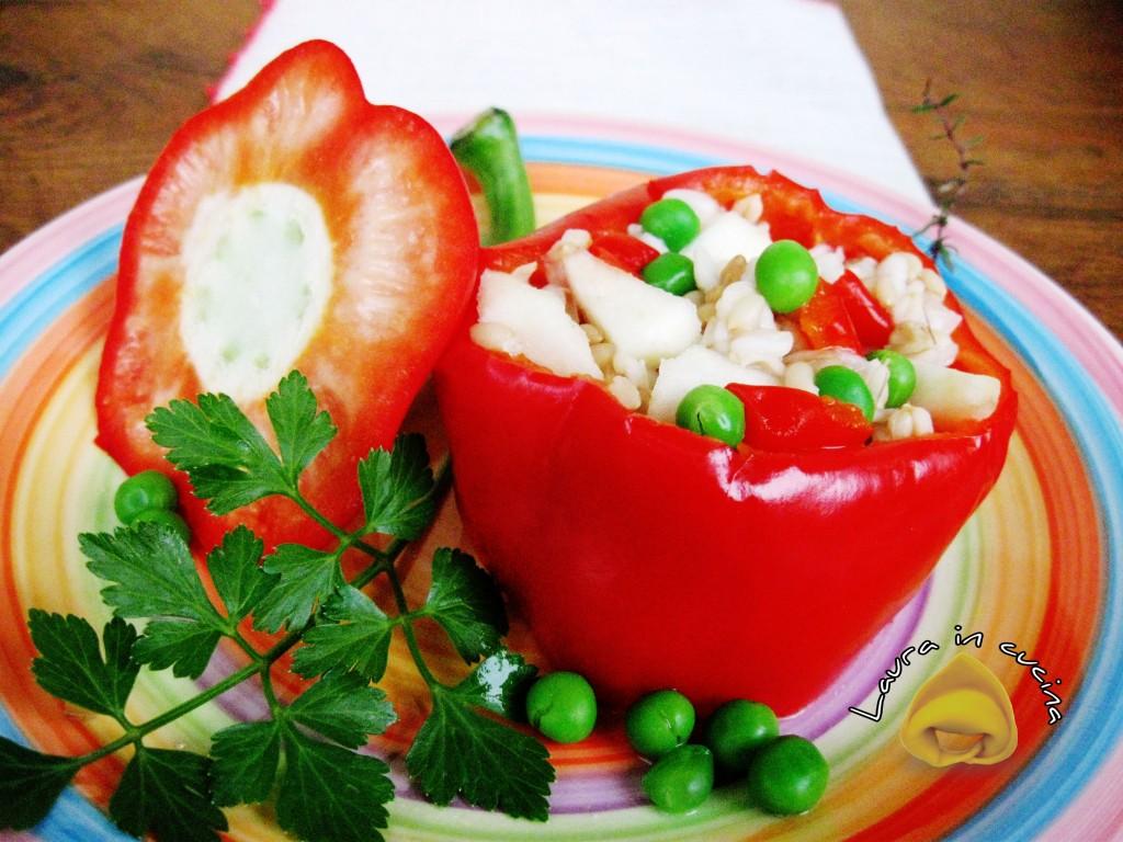 Peperoni ripieni d'orzo e verdure ricetta contorni