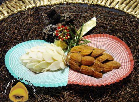 Pasta di mandorle: le pigne.Ricetta dolci