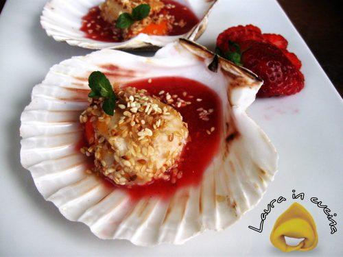 Capesante con sesamo e fragole ricetta antipasto