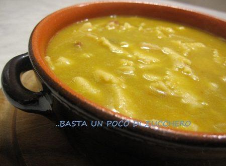 Zuppa di fave con maltagliatini di farina integrale fatti a mano
