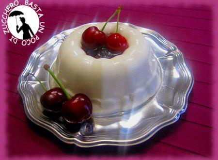 Budino di yogurt con confettura di ciliegie