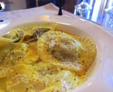 Ravioloni carciofi e patate con crema allo zafferano