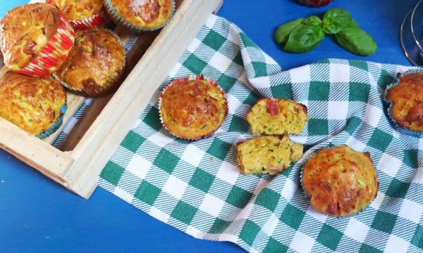 Muffins salati con pancetta, zucchine e paprika