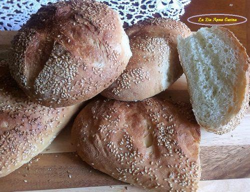 Pane siciliano con il sesamo
