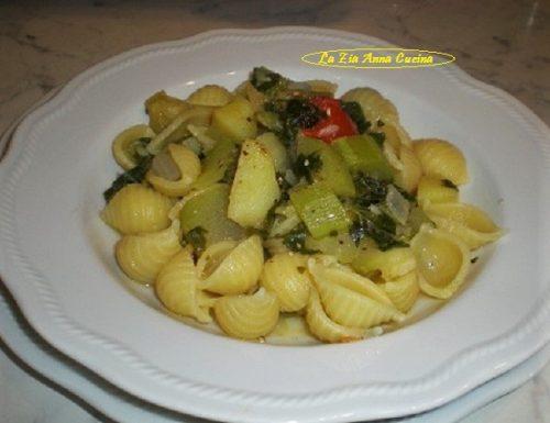 Conchiglie con zucchina lunga e tenerume