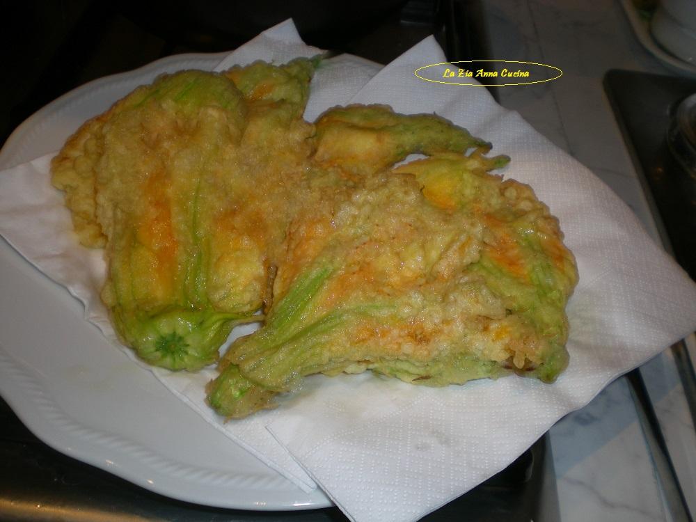 fiori di zucca ripieni in pastella (7)
