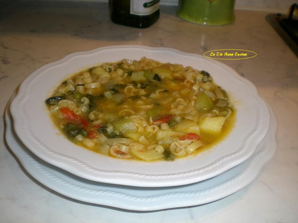 minestra con la zucchina lunga e tenerume