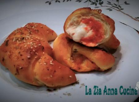 Croissant di pasta brioche gusto pizza