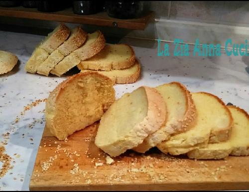 Pane in cassetta gluten free aromatizzato con la curcuma