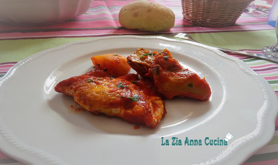 uova-con-carciofi-e-patate-al-sugo