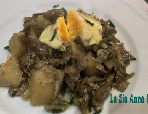 Carciofi stufati con uova e patate