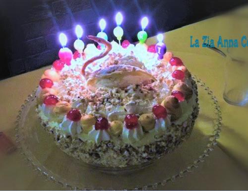 Torta di compleanno con il cigno