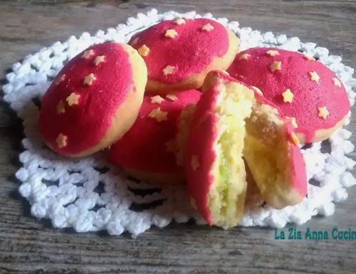 Biscotti di pasta frolla farciti con pasta di mandorle