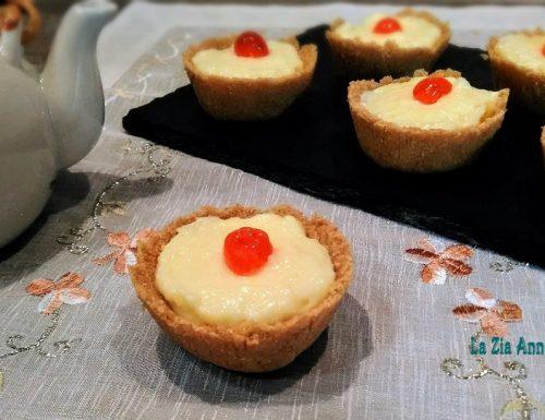Cestini di biscotto ripieni di crema pasticcera