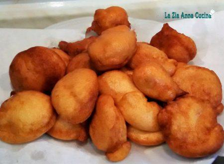Frittelle dolci pronte in cinque minuti senza l'uso della bilancia