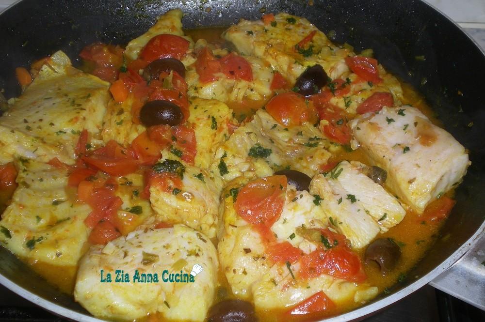Pesce persico in padella con pomodorini e olive taggiasche - Cucinare pesce persico ...
