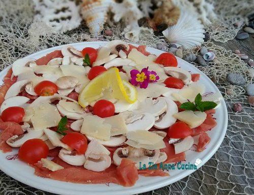 Carpaccio di carne cruda con funghi e parmigiano