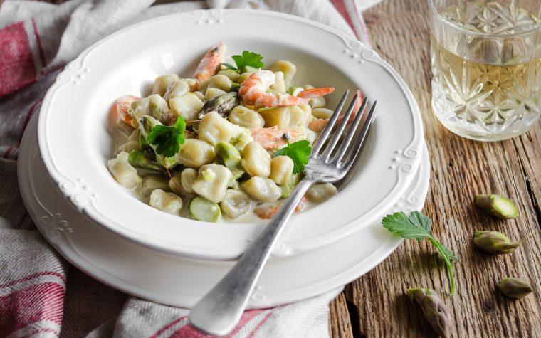 Gnocchi con asparagi gamberi e taleggio