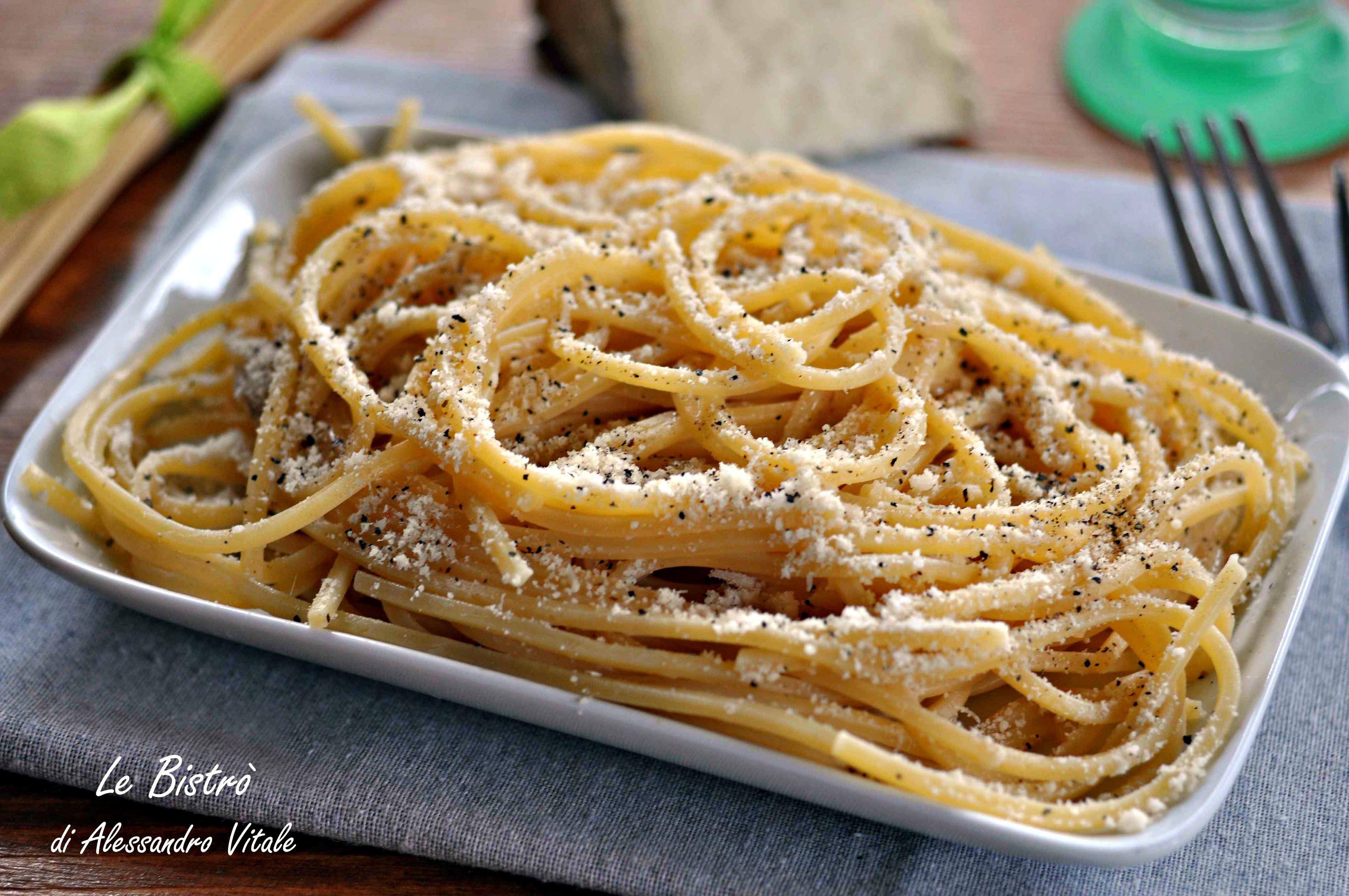 Spaghetti cacio e pepe for Ricette romane tradizionali