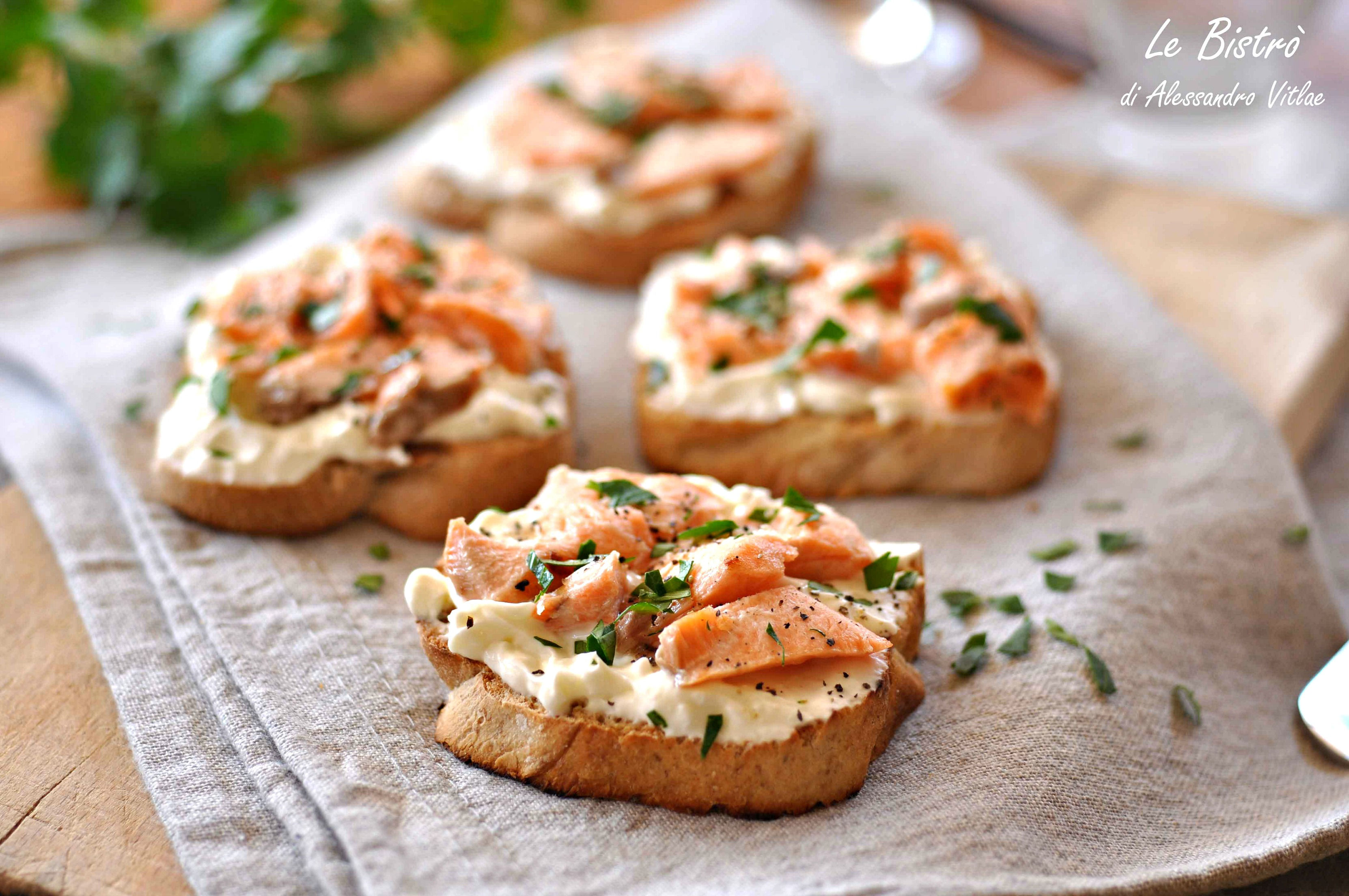 Crostini cremosi al salmone