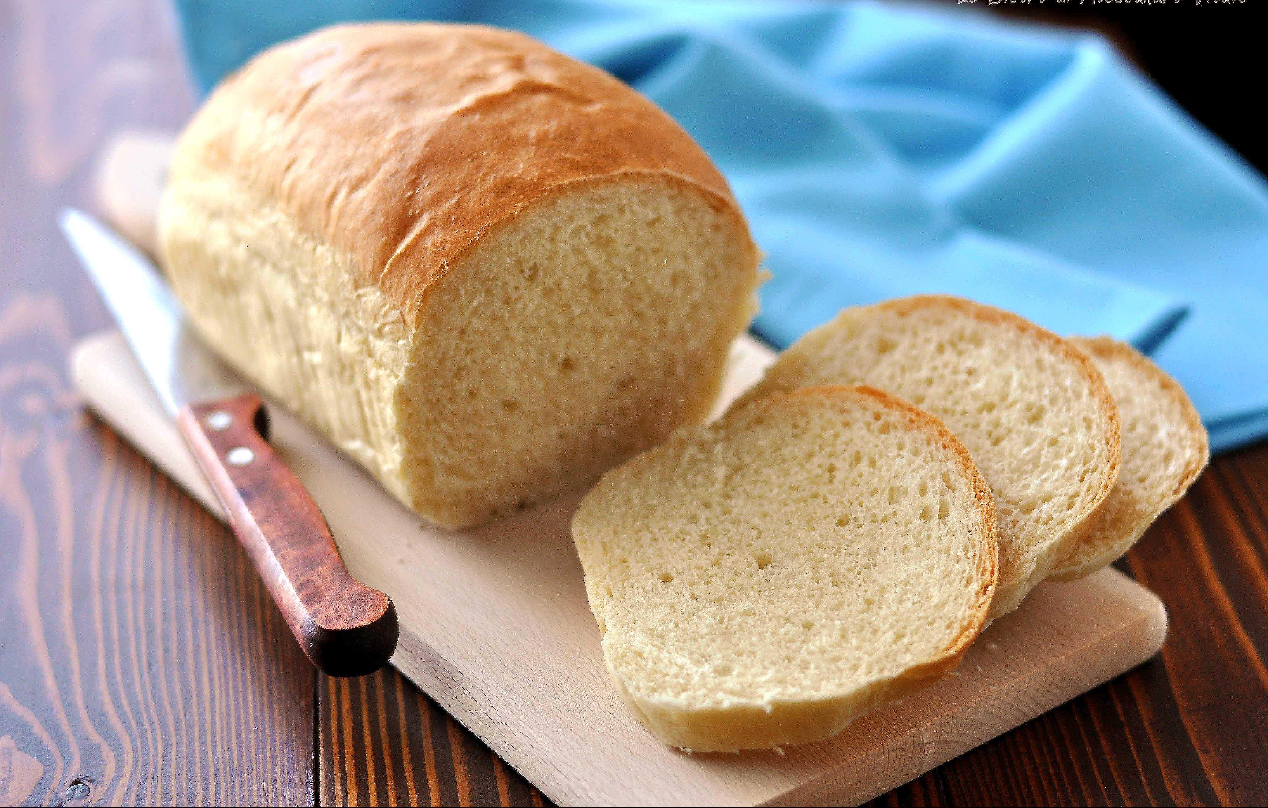 Pane in cassetta fatto in casa, ricetta facile e voloce