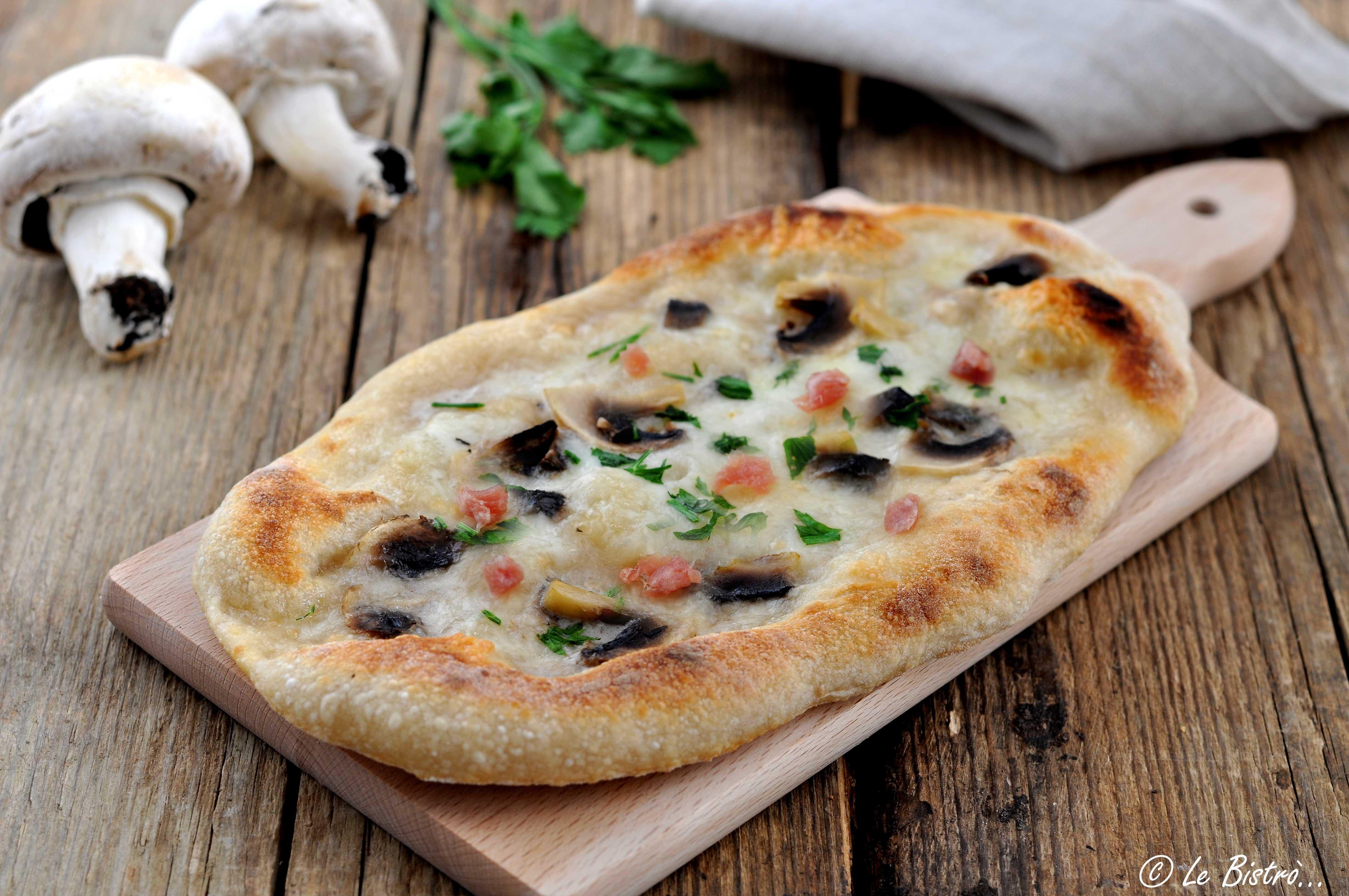 Pizza alla pala con funghi e speck, impasto con lievito madre