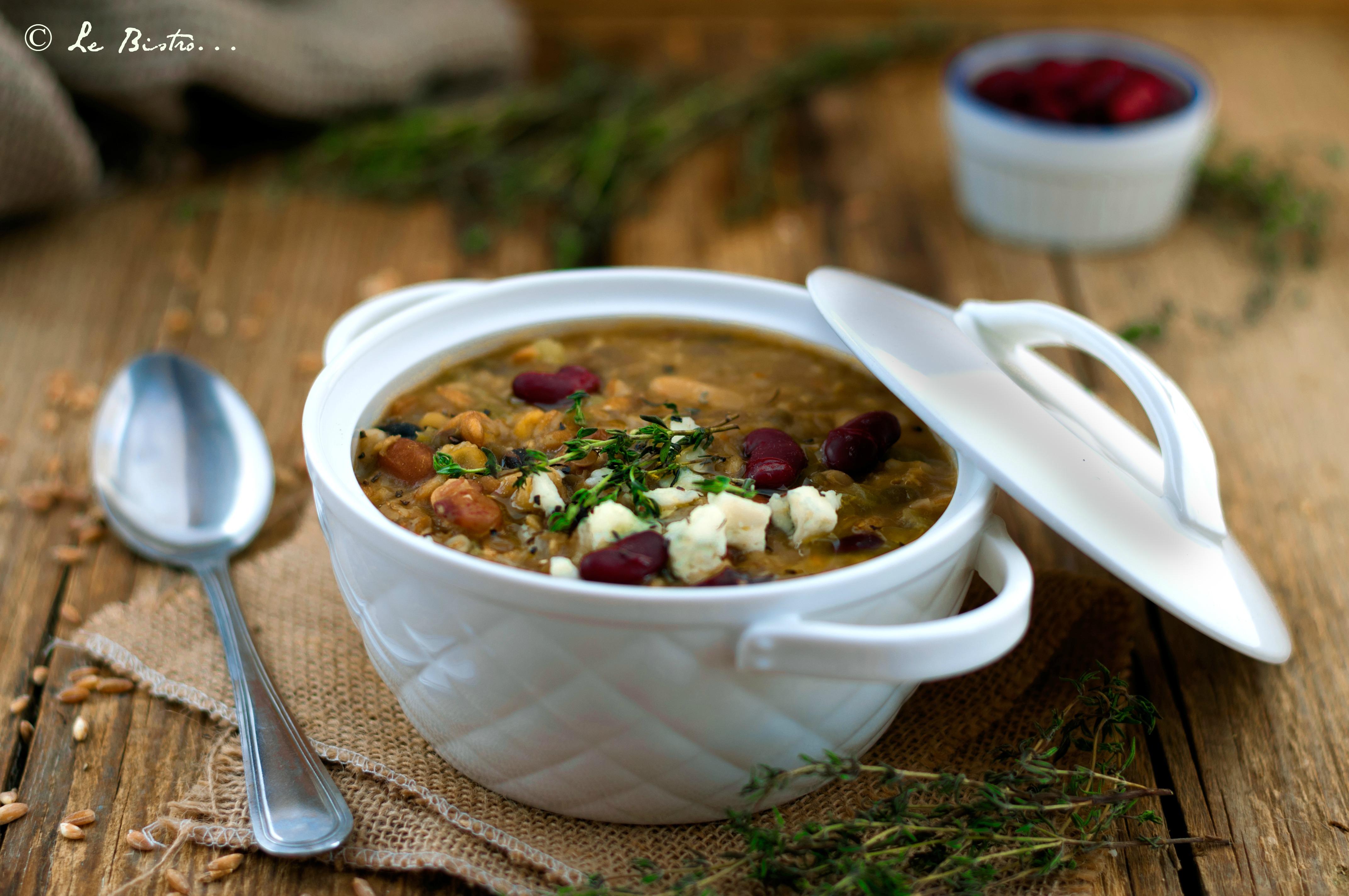Zuppa di farro con legumi e gorgonzola