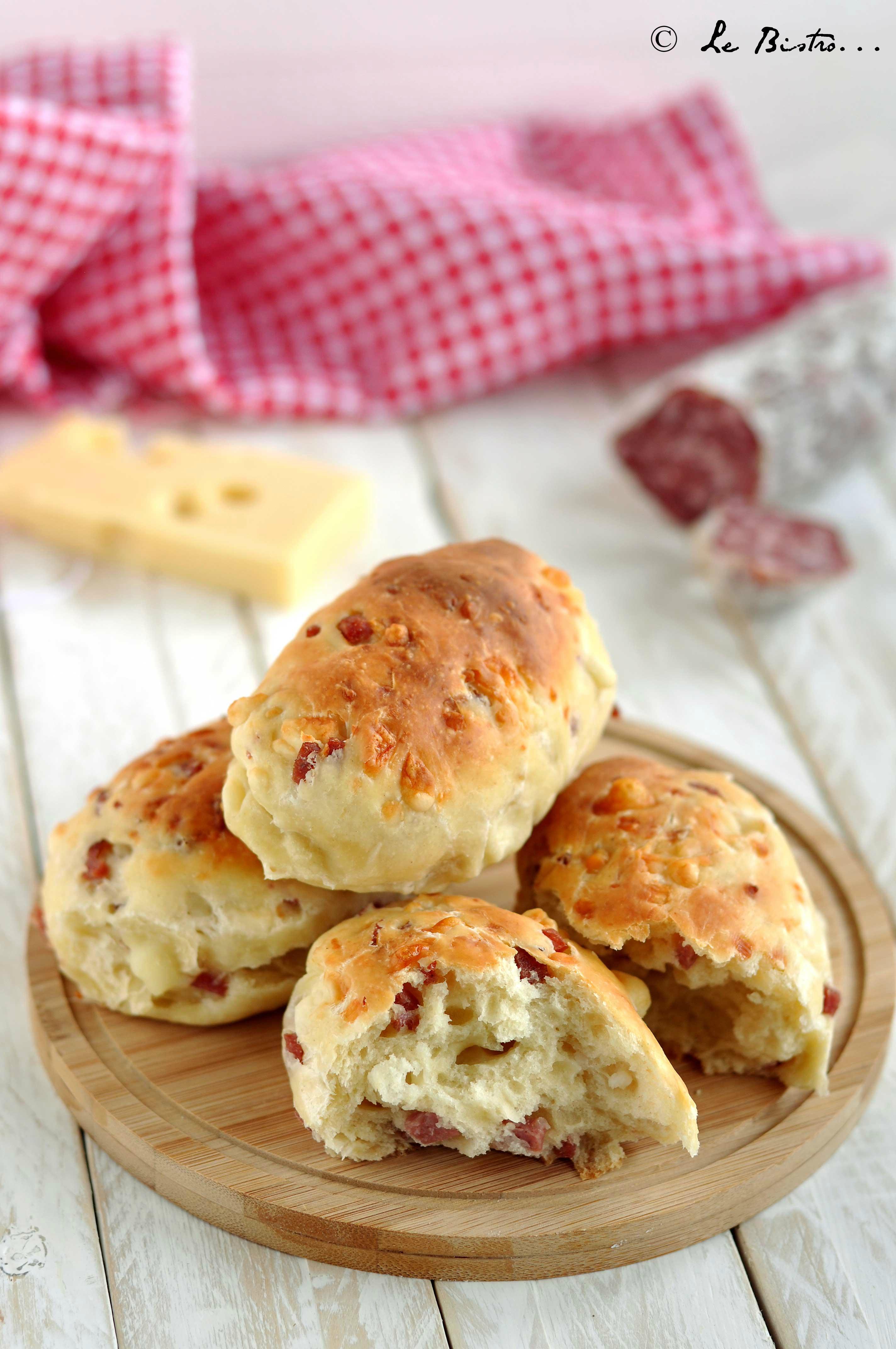 Panini rustici con salame e formaggio