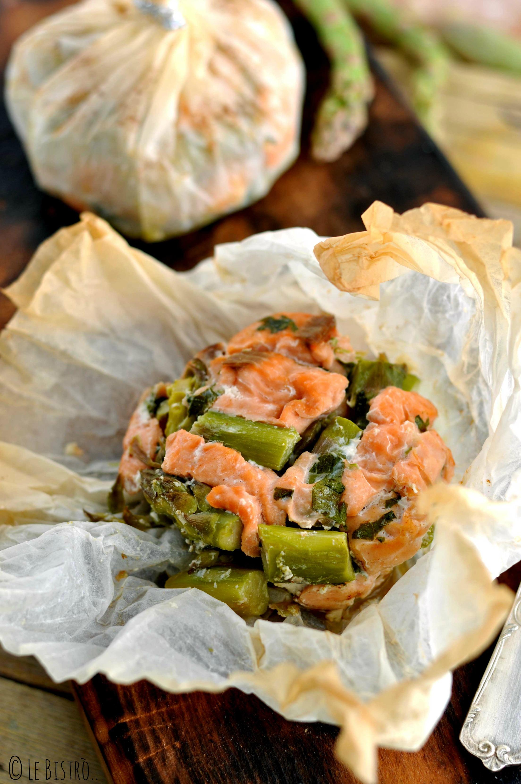 Tortino di salmone e asparagi al cartoccio