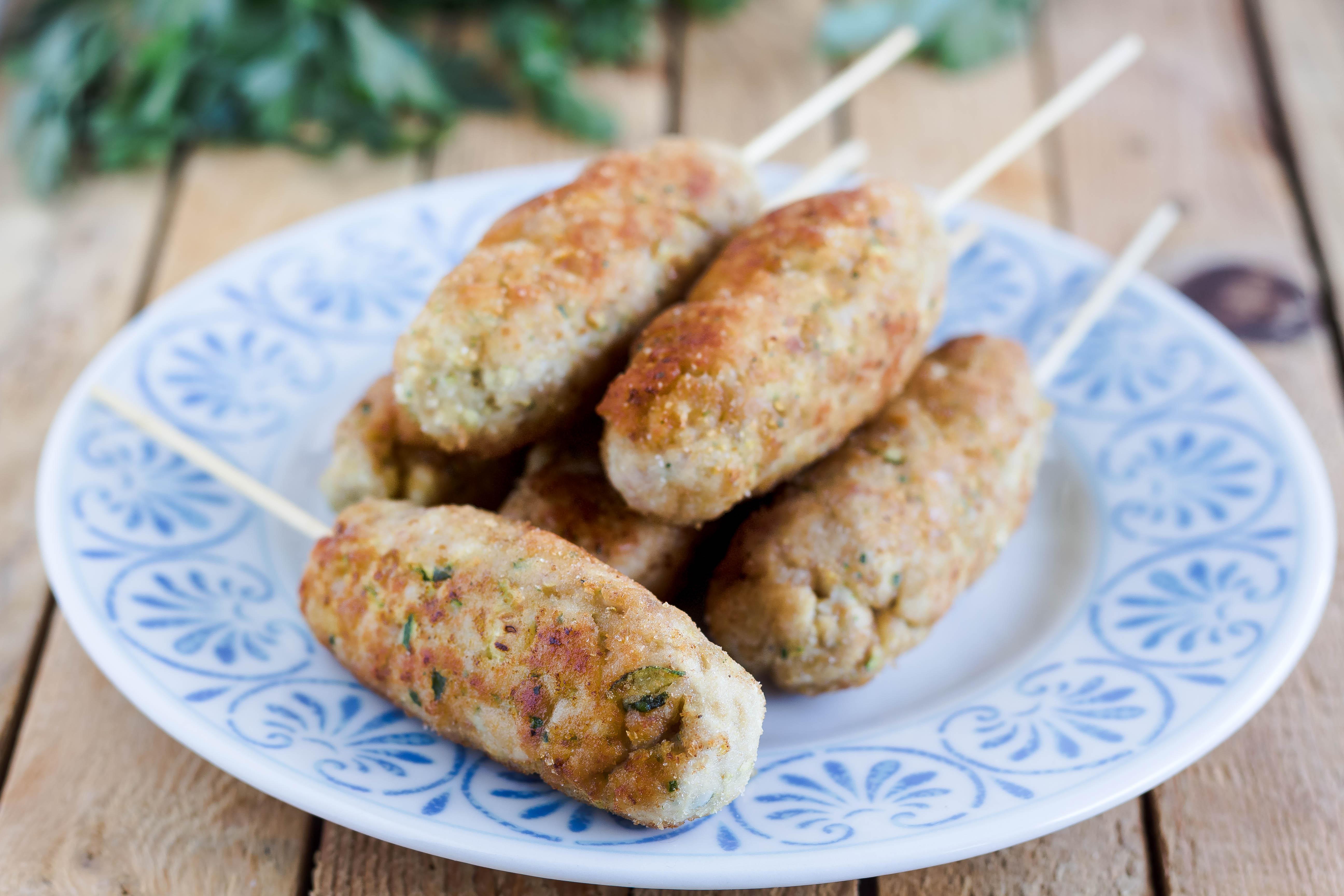 Bastoncini di pollo e zucchine ricetta velocissima in padella - Come cucinare le cosce di pollo in padella ...