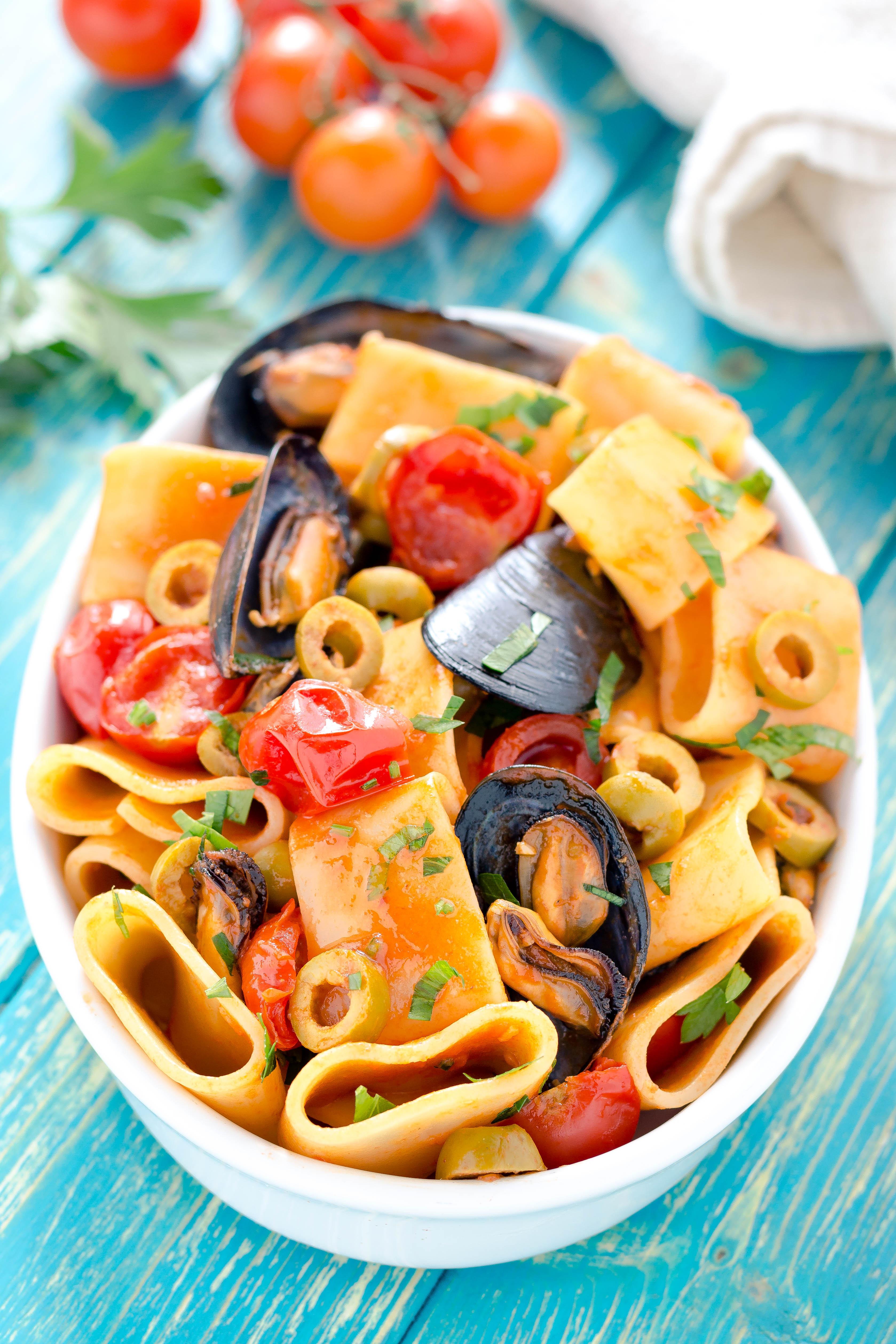 Paccheri con cozze pomodorini e olive