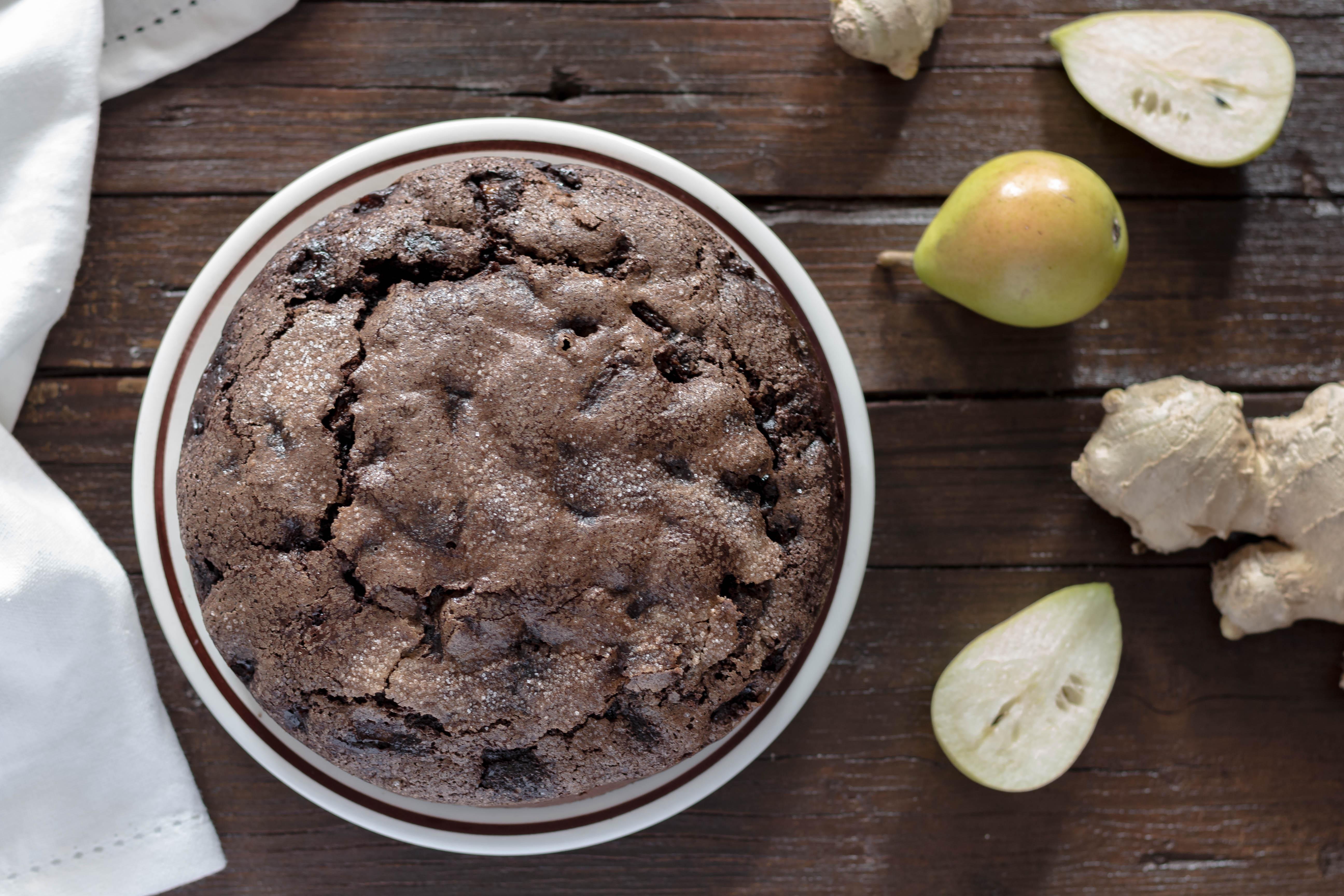 Torta morbida con pere cioccolato e zenzero