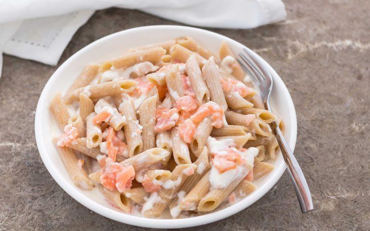 Pasta cremosa con stracchino e salmone