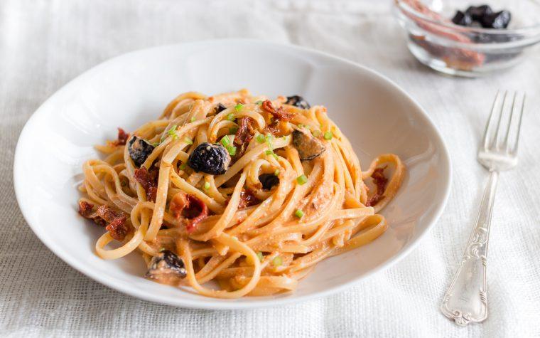 Pasta alla crema di tonno e olive