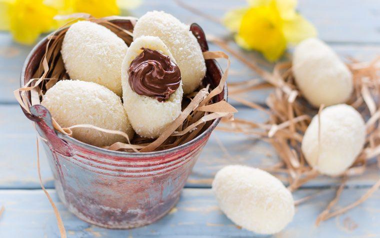 Uova di pasqua al cocco e crema di nocciole